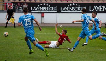 Lucas Röser erzielt das 1:0 im Heimspiel gegen den Chemnitzer FC