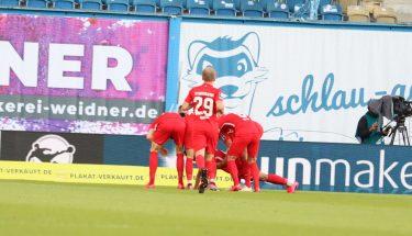 Torjubel nach Mohamed Morabets 1:0 im Auswärtsspiel in Rostock