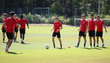 Lars Oeßwein, Maurice Neukirch, Tom Woiwod und Andi Brahaj beim Trainingsauftakt der U21