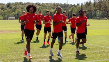 Jah'Moises Corona, Phinees Bonianga und Dylan Esmel beim Trainingsauftakt der U21