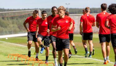Constantin Fath, Phinees Bonianga, Anil Gözütok und Antonio Jonjic beim Trainingsauftakt der U21