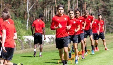 Carl Leonhard, Robin Kölle, Tom Fladung und Jannis Held beim Trainingsauftakt der U21