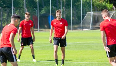 Jonas Weyand und Luca Jensen beim Trainingsauftakt der U21