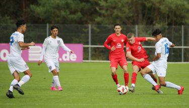 Diogo Monteiro de Oliveira und Kimi Merk im Heimspiel der U17 gegen den FSV Frankfurt