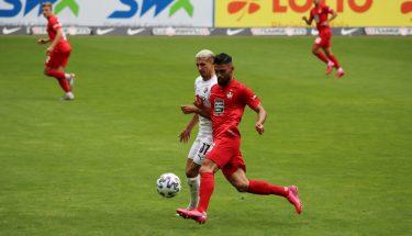 Hikmet Ciftci im Zweikampf mit Anas Ouahim (SV Sandhausen)