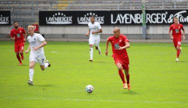 Adam Hlousek im Testspiel gegen den SV Sandhausen