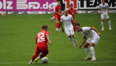 Marius Kleinsorge im Zweikampf mit Diego Contento (SV Sandhausen)