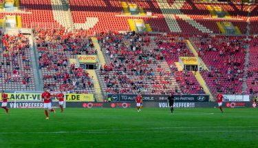Fans beim Heimspiel gegen Dynamo Dresden
