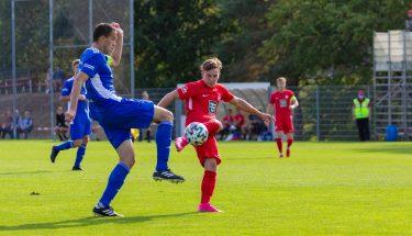 Maxi Fesser erzielt das 2:1 gegen den TSV Emmelshausen