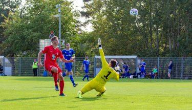 Tim Buchheister erzielt das 4:1 gegen den TSV Emmelshausen
