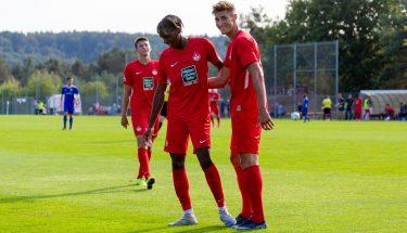 Torjubel von Phinees Bonianga und Tim Buchheister beim 4:1-Heimsieg der U21 gegen den TSV Emmelshausen