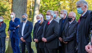 Zahlreiche Funktionsträger besuchten am 100. Geburtstag das Grab von Fritz Walter