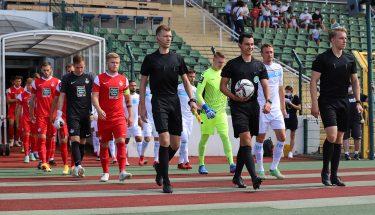 Einlauf der Mannschaften im Auswärtsspiel bei Viktoria Berlin